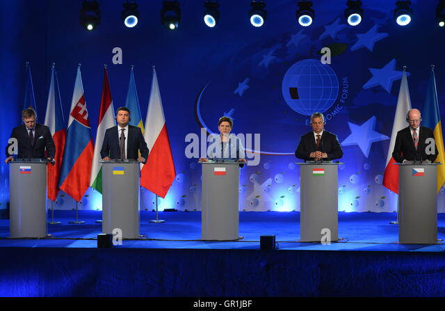 KRYNICA, POLAND – SEPTEMBER 6, 2016: Slovakia's Prime Minister Robert Fico, Ukraine's Prime Minister Volodymyr - Stock Image