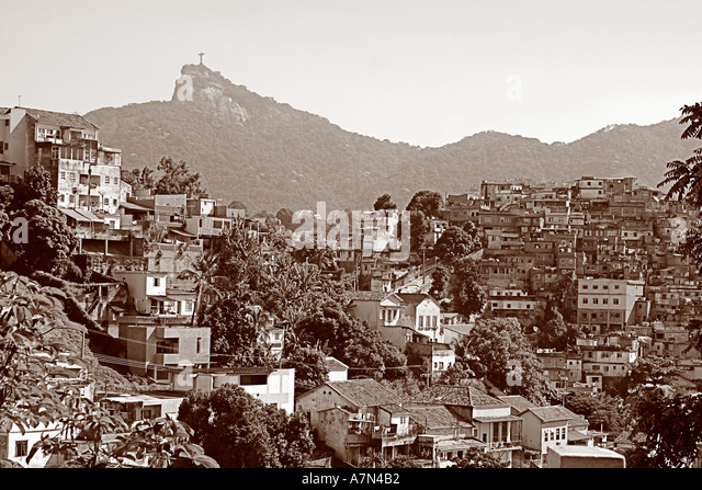 Brasilien Rio Favela background Corcovado - Stock Image