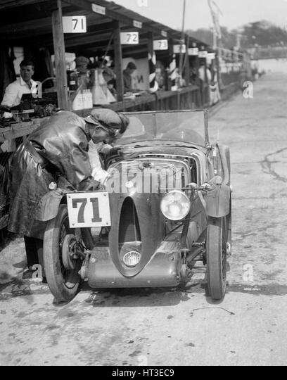 MG C type of Ron Horton and Bill Humphreys in the pits, JCC Double Twelve race, Brooklands, 1931. Artist: Bill Brunell. - Stock Image