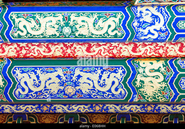 Detail of an ornately decorated beam with golden dragons in the Forbidden City - Stock-Bilder