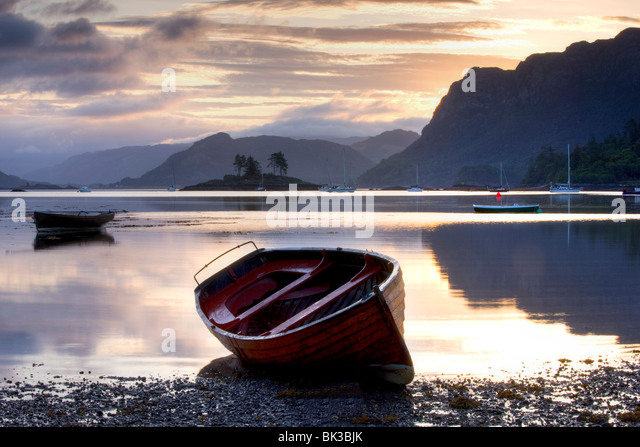 Dawn view at low tide with rowing boat in foreground, Plokton, near Kyle of Lochalsh, Highland, Scotland, United - Stock Image