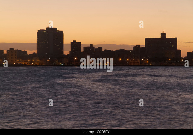Malecon Promenade at sunset, Hotel National, Havanna Vieja, Cuba - Stock Image