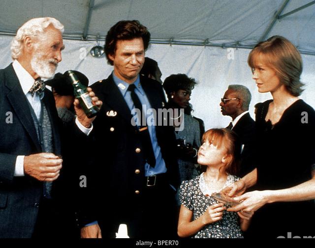 LLYOD BRIDGES JEFF BRIDGES & SUZY AMIS BLOWN AWAY (1994) - Stock Image