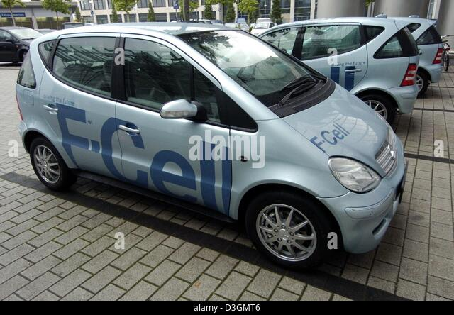 (dpa) - Fuel cell powered cars labeled 'F-Cell' stand in front of the first official European service station - Stock Image