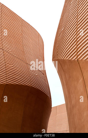 Curved modern architecture with a futuristic design - Stock Image