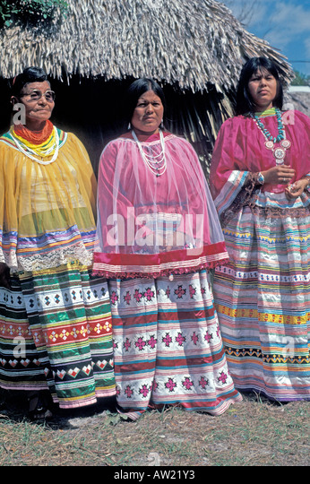 Florida Seminole Indian women wearing traditional clothing - Stock Image