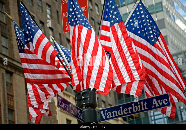 American flags outside Grand Central Station, Midtown Manhattan, New York City, New York, USA, North America - Stock-Bilder