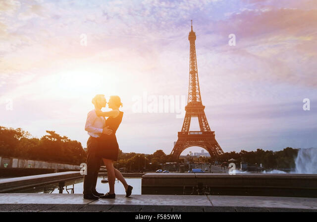 silhouettes of loving couple in Paris - Stock Image
