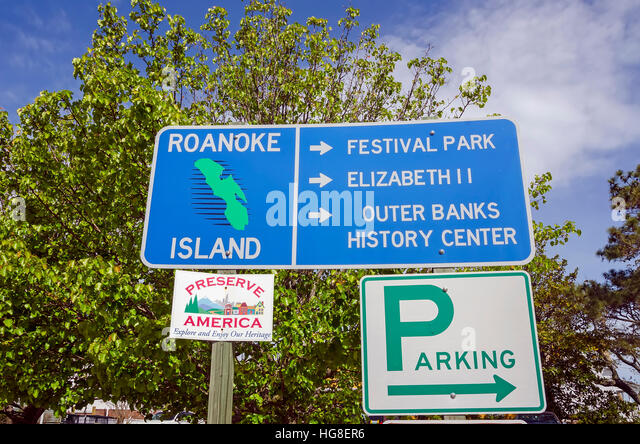 Roanoke Island Traffic Sign Pointing to Historic Attractions, North Carolina - Stock Image