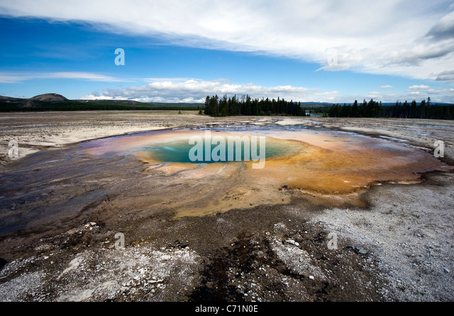 Turquoise Spring located in Midway Geyser Basin in Yellowstone National Park, Wyoming. - Stock Image