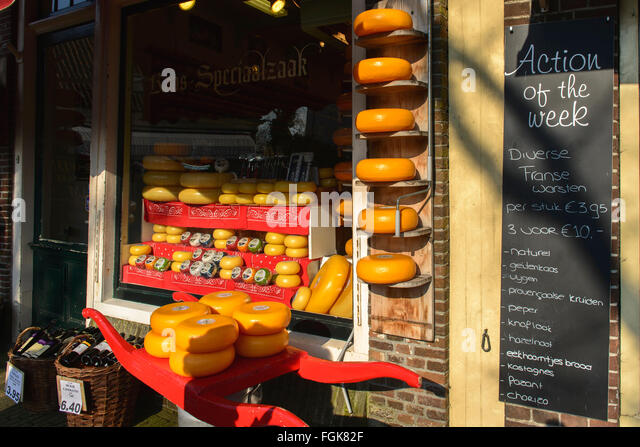 Edam cheeses at a shop in the town of Edam, Netherlands - Stock Image