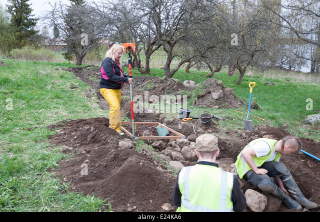 archaeologist digging on an stone age site - Stock-Bilder