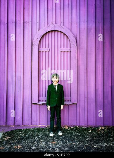 Purple wall & boy - Stock Image