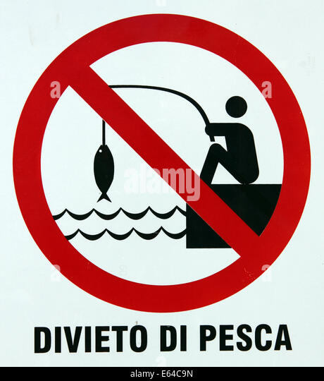 divieto di pesca no fishing angling banned sign on harbour front Sardinia Italy - Stock Image