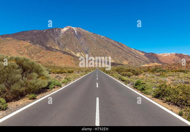 Road with Pico del Teide Mountain, Parque Nacional del Teide, Tenerife, Canary Islands, Spain - Stock Image