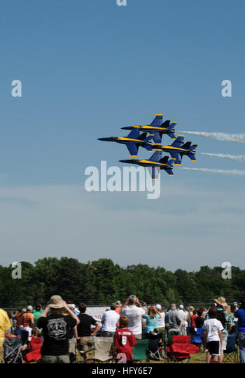 100508-N-5208T-005 TUSCALOOSA, Ala. (May 8, 2010) The U.S. Navy flight demonstration team, the Blue Angels, performs - Stock Image