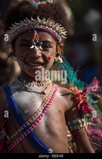Young girl wearing traditional costume Tolokiwa, Papua New Guinea - Stock-Bilder