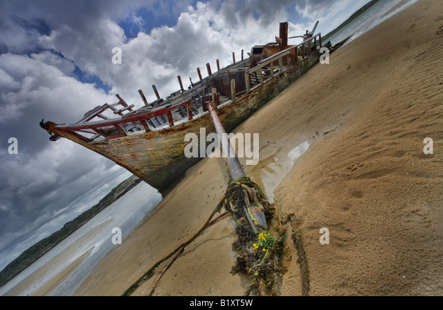 Beached wreck, Bunbeg, co. Donegal, Ireland - Stock Image