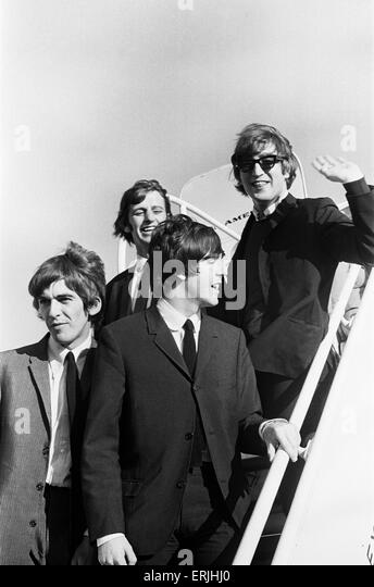 John Lennon, Paul McCartney, Ringo Starr and George Harrison of The Beatles walking down the steps of the plane - Stock Image