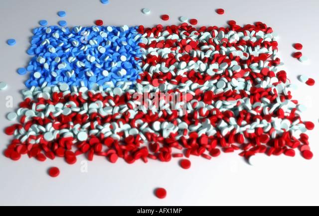 Multiple pills forming the flag of the USA - Stock-Bilder
