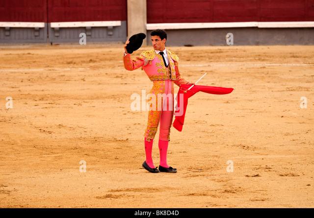 Bullfighter, matador, with a scarlet cape, muleta, and sword, estoque, in Las Ventas Bullring, Madrid, Spain, Iberian - Stock-Bilder