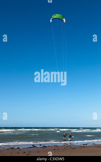 Man being instructed on wind surfing - Stock Image