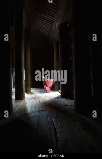 Bagaya Kyaung monastery, Amarapura, Myanmar, monk running in the distance - Stock-Bilder