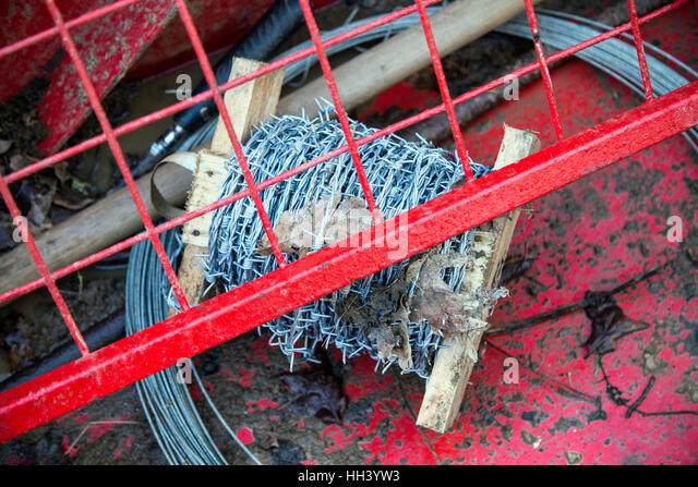 Images Conductor Track likewise Xapk8 8 Gauge Car   Wire Kit With Speaker Cable further 04 Copper And Copper Alloys moreover Clipart Sewing Needle 1 furthermore T13 Drows. on vehicle silver aluminum copper wires
