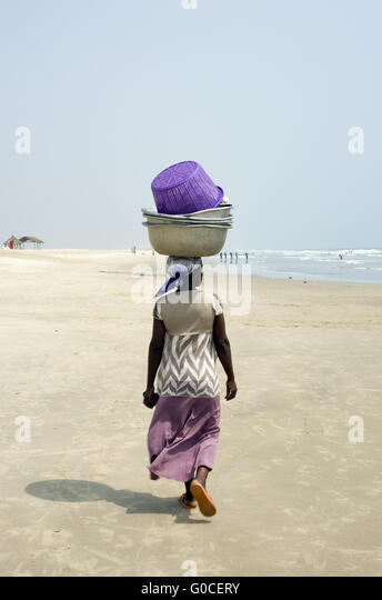 A woman from Ghana African nest on his head heavy load. - Stock Image