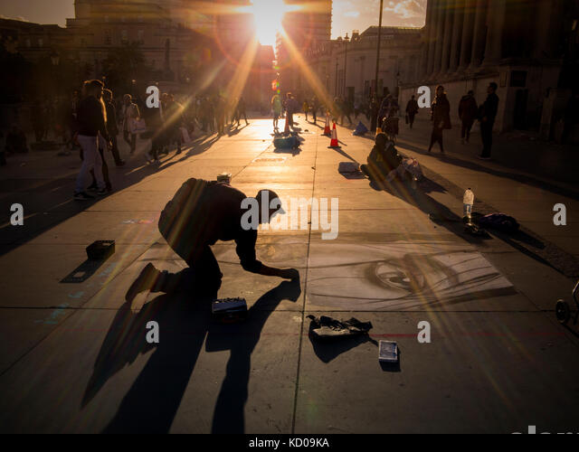 An artist drawing on the pavement outside the National Gallery in London - Stock Image
