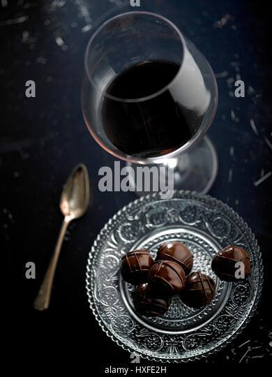 Red wine and luxury chocolate - Stock Image