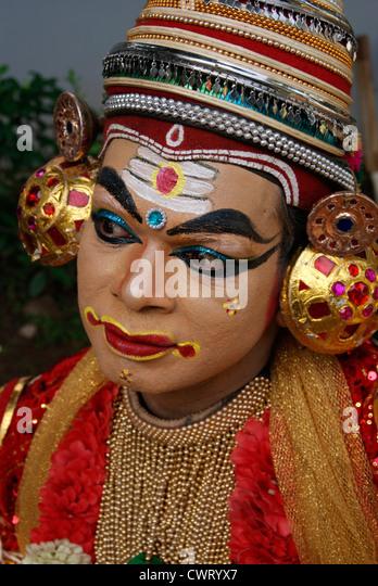 art forms of kerala Traditional art forms of kerala are visual treat for all art lovers, which is enriched with typical art forms such as kathakali, mohiniattam, thullal, koodiyattam, chakyarkoothu, krishnanattam, panchavadyam & chendamelam, kalaripayattu etc.
