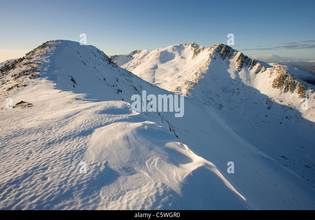 Faochag (The Whelk) and Forcan Ridge in winter, Glen Shiel, Scotland, Great Britain. - Stock-Bilder