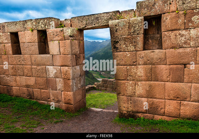 Inca masonry detail of wall and door at Pisac, in the Sacred Valley, Peru - Stock-Bilder