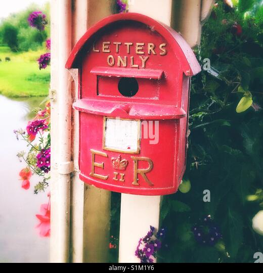 Red letter box UK - Stock Image