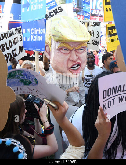 Las Vegas, Nevada, USA. 19th Oct, 2016. Today will be the 3rd and final presidential debate between Republican presidential - Stock Image