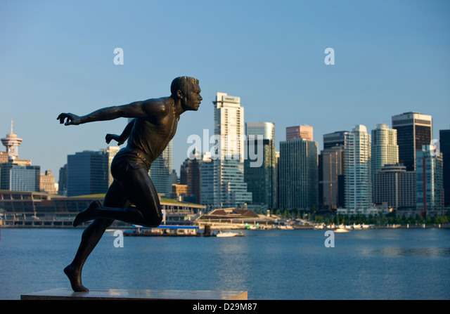 HARRY WINSTON JEROME STATUE STANLEY PARK DOWNTOWN SKYLINE VANCOUVER BRITISH COLUMBIA CANADA - Stock Image