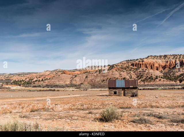 Log Cabin in the Desert of Utah with copy space to left - Stock Image