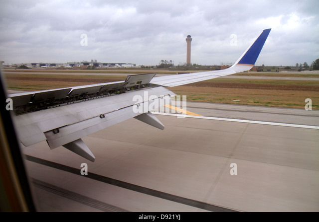 Texas Houston George Bush Intercontinental Airport IAH landing United Airlines Miami flight wing flap control tower - Stock Image