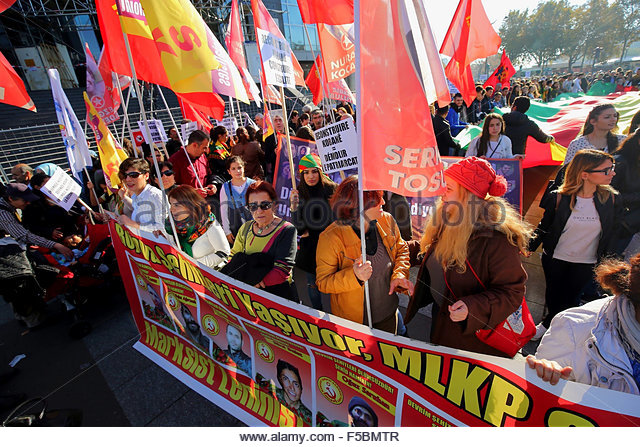 Paris, France. novembre 1st, 2015. FRANCE, Paris: People attend a pro kurdish demonstration in support of Kobane, - Stock Image