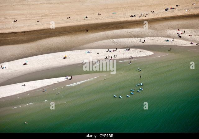 The Netherlands, Scheveningen, The Hague or in Dutch: Den Haag. People sunbathing on the beach. Surfschool. Summertime. - Stock-Bilder