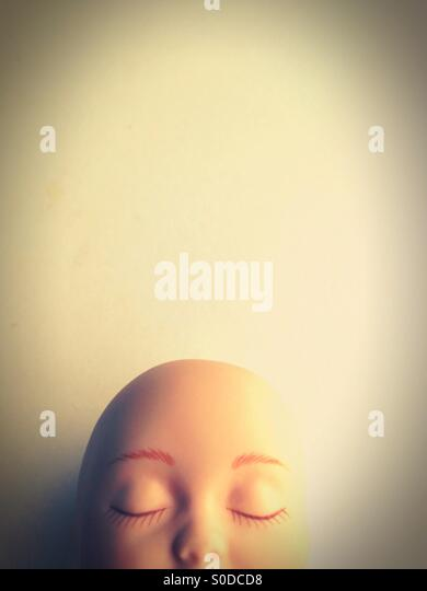 The top of a doll's bald head. - Stock-Bilder