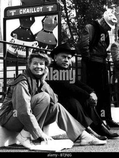 Katharine Hepburn, Yul Brynner and Danny Kaye on the set of'THE MAD WOMAN OF CHAILLOT', Nice, France. 1968. - Stock Image