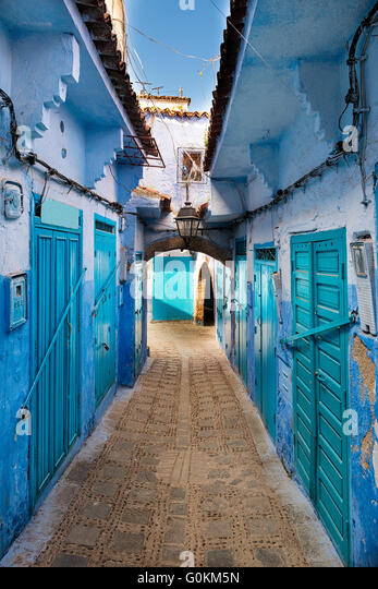View of a street in the town of Chefchaouen in Morocco - Stock-Bilder