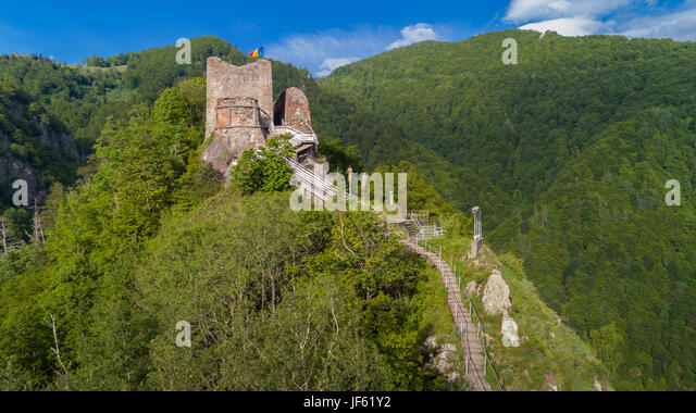 aerial-view-from-ruined-poenari-castle-o