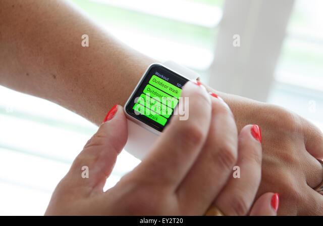 Apple Watch displaying a fitness app. - Stock-Bilder