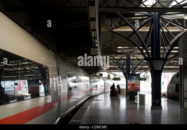 ICE (Intercity Express) train, Brussels Zuid station, Brussels, Belgium - Stock-Bilder