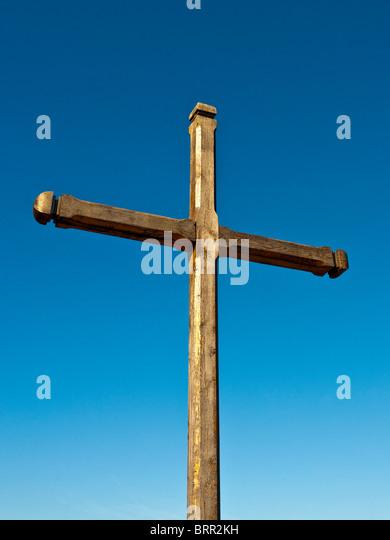 Roadside wooden cross - Indre-et-Loire, France. - Stock Image