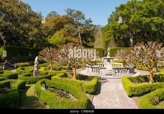 Elizabethan Gardens Sunken Gardens with ancient Italian Renaissance statue on Roanoke Island, Manteo, North Carolina - Stock Image