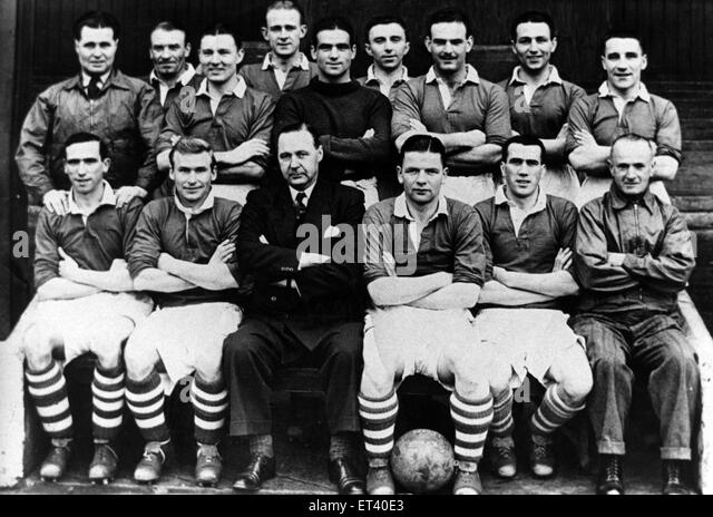 Middlesbrough F.C team group. Back Row, left to right: Harold Stephenson, Tom Blenkinsopp, Harry Bell, Bill Whitaker, - Stock Image